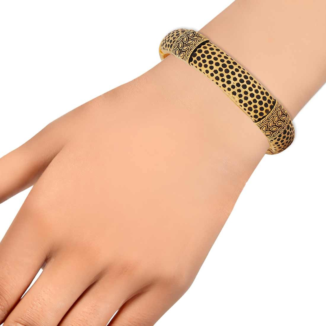 Cool Black Gold Contemporary Adjustable Cocktail Size Kada Alloy Maayra MY6953