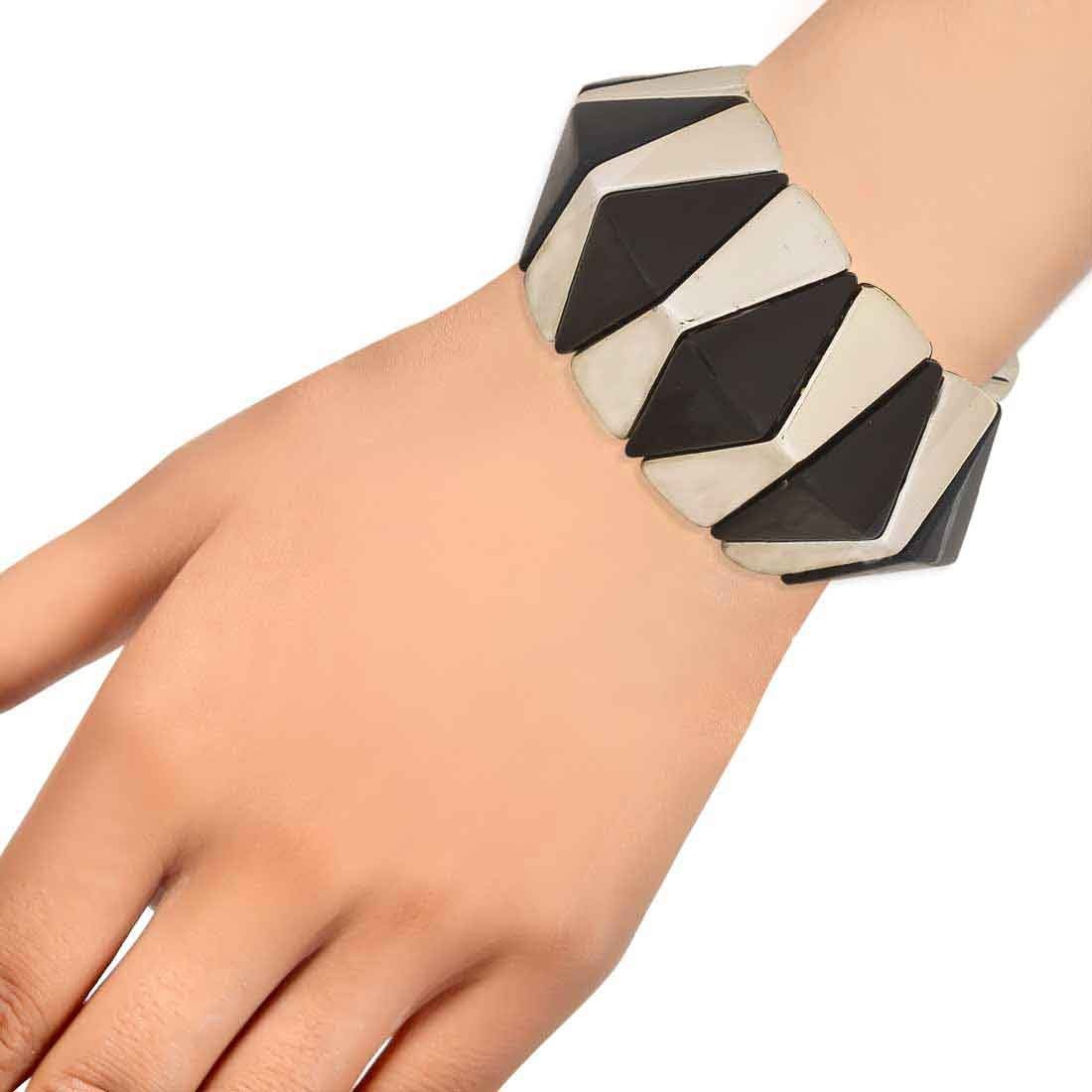 Superb Black Gold Designer Adjustable Party Size Bracelet Alloy Maayra MY7660